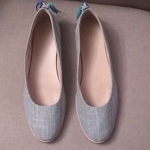 NWOB Ugh Canvas And Suede Flats